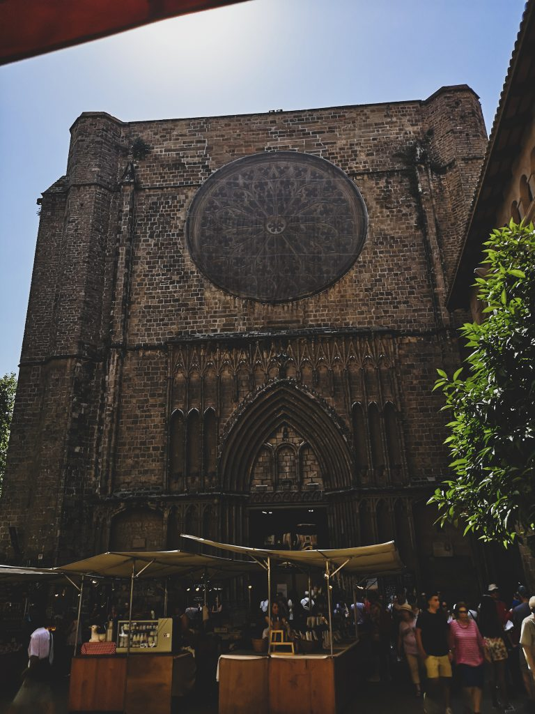 not-just-a-tit-lifestyle-blog-city-break-barcelona-church-circle-window-santa-maria-del-pi