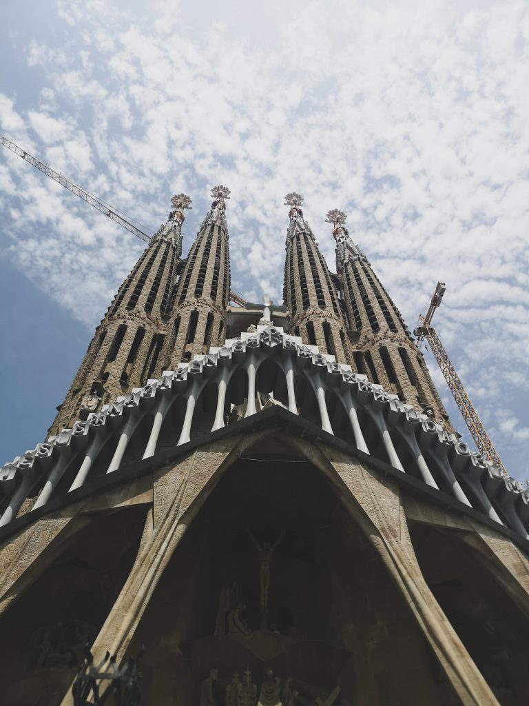 not-just-a-tit-lifestyle-blog-city-break-barcelona-sagrada-familia-gaudi-sky