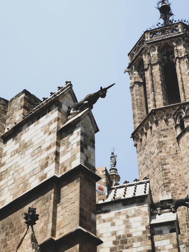 not-just-a-tit-lifestyle-blog-city-break-barcelona-gothic-architecture-unicorn