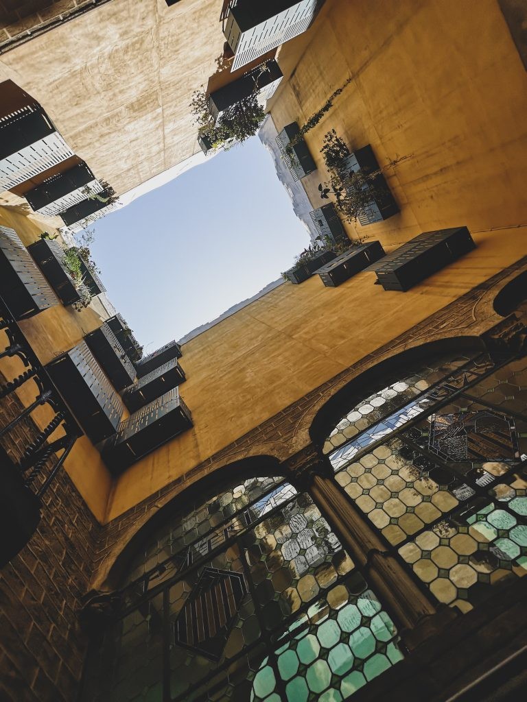 not-just-a-tit-lifestyle-blog-city-break-barcelona-yellow-architecture-courtyard